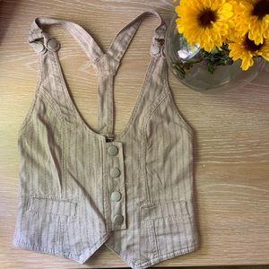 Tan button up vest 🍍